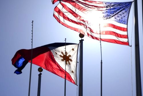 Philippine and US flag