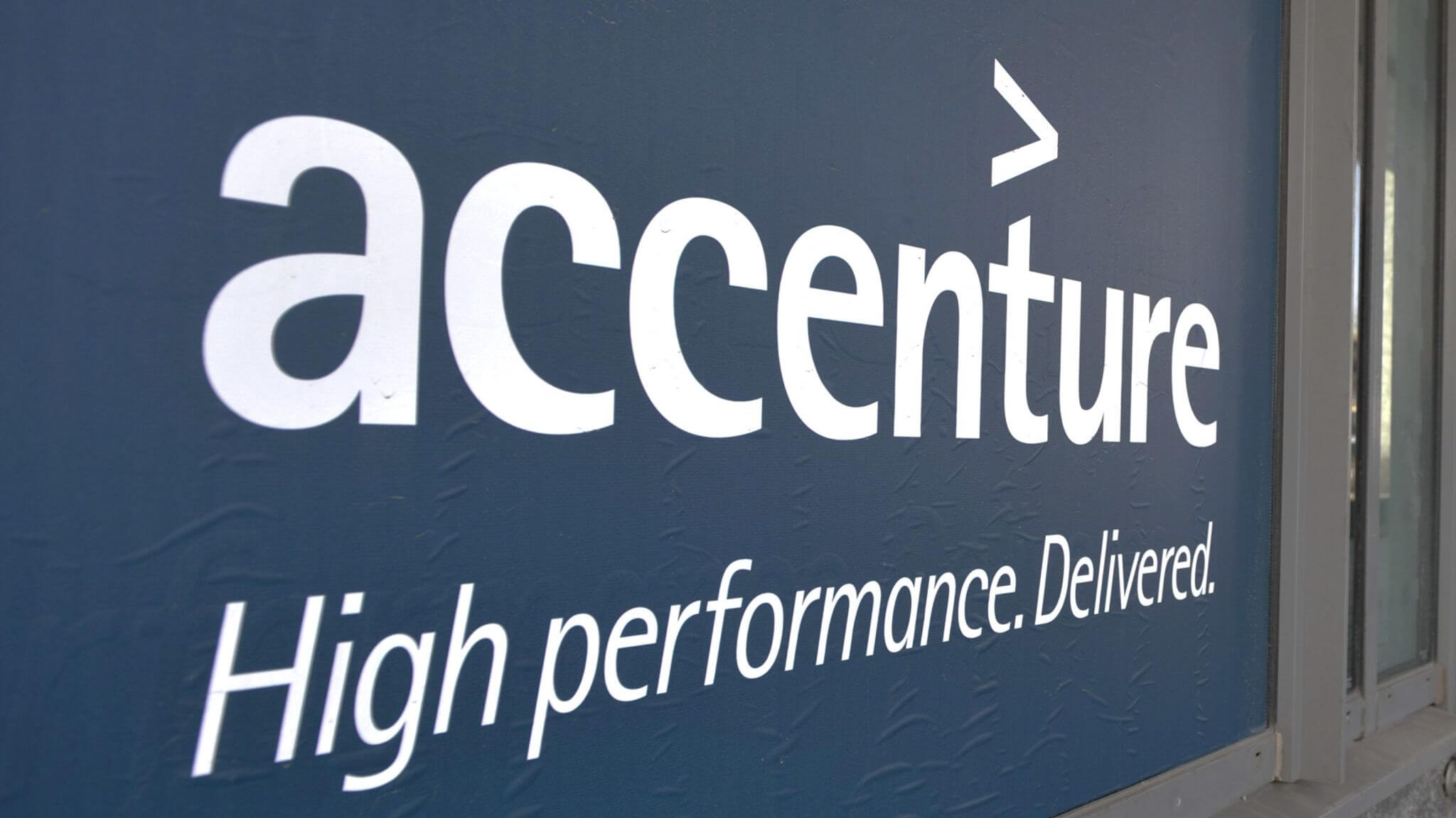 Accenture to lay off 900 UK staff